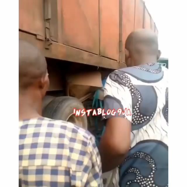 Disturbing: Trailer crushes tricycle and its passengers to death in Effurun, Delta State