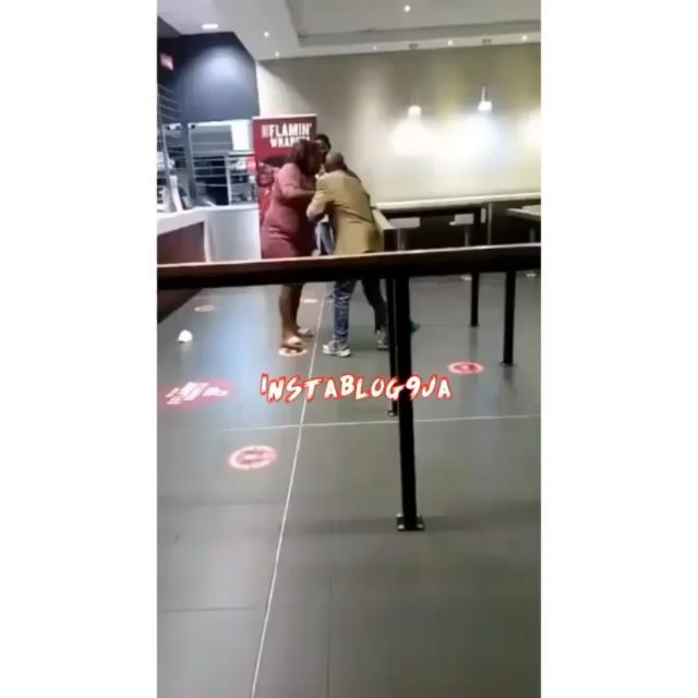 S.African lady slaps her man for not paying for their meal at an eatery